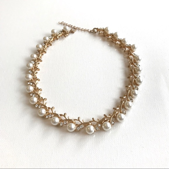 Gold perl necklace